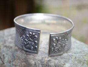 Does Sterling silver rust